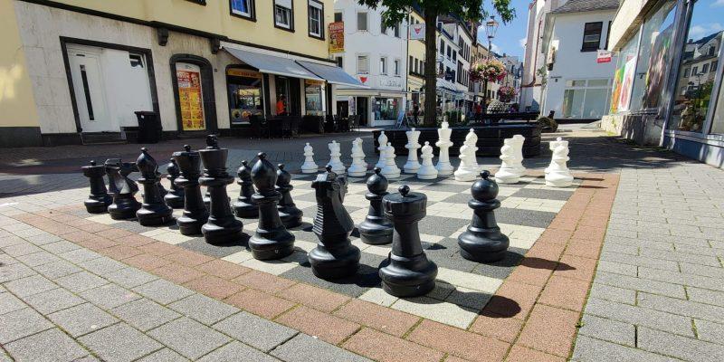 Das Schachbrett in der Marktstraße steht in Startaufstellung.